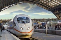 O trem vem estação Foto de Stock Royalty Free