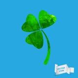 O trevo verde geométrico abstrato com três folhas assina o ícone Fotos de Stock Royalty Free