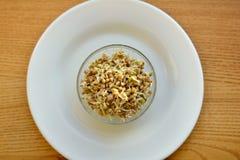 O trigo mourisco fresco brota para comer saudável imagem de stock