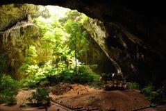 O trono na caverna Fotos de Stock