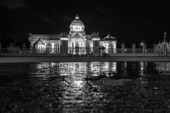 O trono Salão de Ananta Samakhom após a chuva na noite Fotografia de Stock Royalty Free