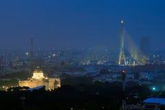 O trono Salão de Ananta Samakhom e a ponte de Rama VIII durante Fotografia de Stock Royalty Free