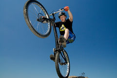 O truque extremo da bicicleta fotos de stock