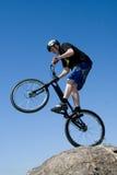 O truque extremo da bicicleta Foto de Stock