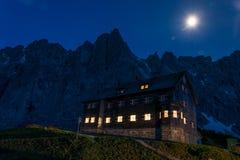 O tte do ¼ de Falkenhà na frente das montanhas do Karwendelgebir fotografia de stock royalty free