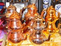 O turco reveste frascos na venda no bazar grande de Istambul fotografia de stock