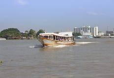 o turismo e o curso em Banguecoque por Chao Phraya Express Boa Fotografia de Stock Royalty Free