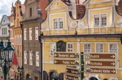 O turista assina Praga Fotos de Stock Royalty Free
