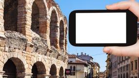 o turista fotografa di Verona da arena foto de stock