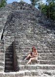 O turista na pirâmide arruina México. Imagens de Stock Royalty Free