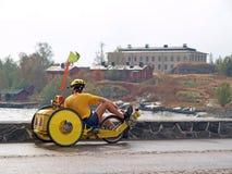 O turista no triciclo tem um descanso Imagens de Stock Royalty Free