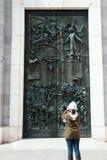 O turista toma a foto Imagens de Stock Royalty Free