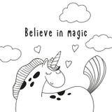 O unicórnio bonito e a inscrição do pônei dos desenhos animados acreditam na mágica Imagens de Stock