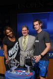 O US Open 2012 patrocina Serena Williams e Andy Murray com presidente de USTA, CEO e presidente Dave Haggerty no US Open 2013 Drac Foto de Stock