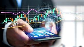 O usng do homem de negócios um smartphone com um 3d rende a bolsa de valores tr Foto de Stock
