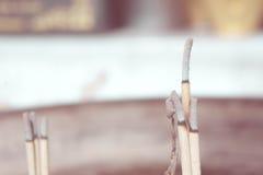 O uso do incenso ao santuário Indicação da fé o respe da restauração Fotos de Stock Royalty Free