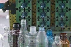 O vário tipo de produto plástico da garrafa fotos de stock