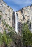 O véu nupcial bonito cai, parque nat de yosemite, Califórnia, EUA Fotos de Stock