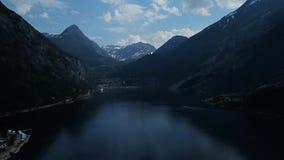 O vídeo bonito da vila de Geiranger, Geirangerfjord, Noruega 2018 4K: 3840Ã-2160pix, 29,97fps, 60sek video estoque