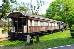 O vagão velho no jardim Imagem de Stock
