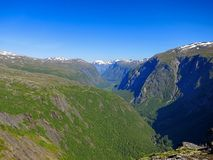 O vale da aura do rio, chamado Eikesdalen Imagem de Stock