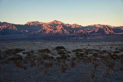 O Vale da Morte & por do sol imagens de stock