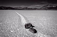 O Vale da Morte que compete rochas Fotos de Stock Royalty Free