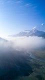 O vale de Manang nubla-se montanhas de Annapurna Himalaya Foto de Stock