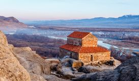 O vale de Uplistsikhe 9o/do século X basílica da três-nave e de Imagem de Stock Royalty Free