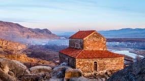 O vale de Uplistsikhe 9o/do século X basílica da três-nave e de Foto de Stock Royalty Free