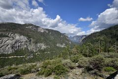 O vale de Yosemite e o HWY 140 Fotos de Stock