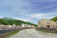 O vale do rio Mzymta e da estância de esqui dos hotéis Foto de Stock Royalty Free