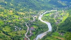 O vale em montanhas Carpathian, Ucrânia video estoque