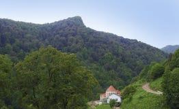 O vale florestado da escala de Ijevan Em torno do monastério de Haghartsin arménia Fotografia de Stock Royalty Free