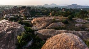 O vale perto de Hampi, Karnataka, Índia Fotografia de Stock Royalty Free