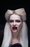 O vampiro louro bonito da menina está irritado imagens de stock royalty free