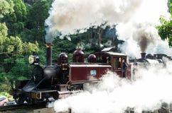 O vapor de sopro de Billy treina nas escalas de Dandenong imagens de stock royalty free