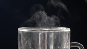 O vapor vem do copo vídeos de arquivo