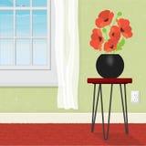 O vaso de flor com papoilas vermelhas dirige a janela interior foto de stock