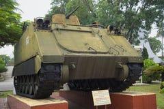O veículo blindado de transporte de pessoal seguido americano M113 no museu 5 militarizou a zona Da Nang, Vietname Imagens de Stock