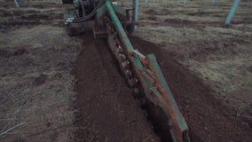 O veículo que escava a terra vídeos de arquivo