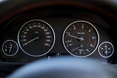 O velocímetro do carro do Bmw disca o preto foto de stock