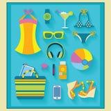O verão e a praia relacionaram os ícones ajustados Imagem de Stock