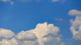 O verão nubla-se um banco de nuvens