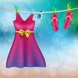 O verão veste exterior de secagem Fotos de Stock