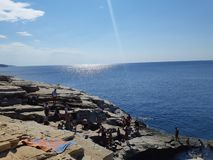 O verão, vibrações, praia, mar, sol, relaxa, céu, curso, greece, ilha, amor, manhã foto de stock royalty free