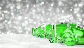 O verde e os presentes e as quinquilharias do White Christmas alinharam o renderin 3D Imagens de Stock Royalty Free