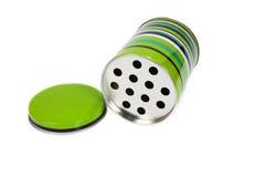 O verde pode como o cinzeiro isolado no fundo branco Fotografia de Stock
