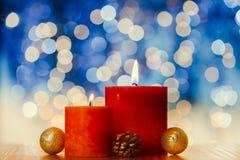 O vermelho Candles a flama do Xmas Luz do fundo de Bokeh Imagem de Stock