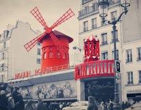 O vermelho de Moulin com effe retro do filtro do estilo de Instagram do vintage Imagem de Stock